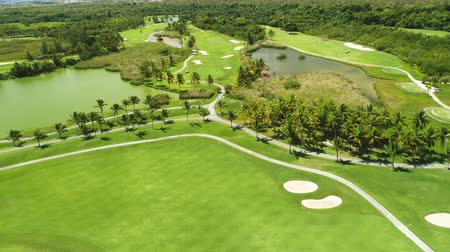 golfové hřiště : Aerial view of pond on golf course in tropical caribbean resort