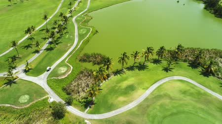 フェアウェイ : Aerial view of tropical Caribbean beach resort and golf course. Punta Cana