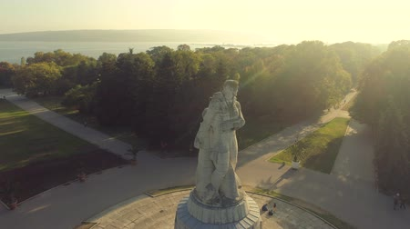 búlgaro : Aerial view over The Pantheon Monument in the Sea Garden of Varna, Bulgaria
