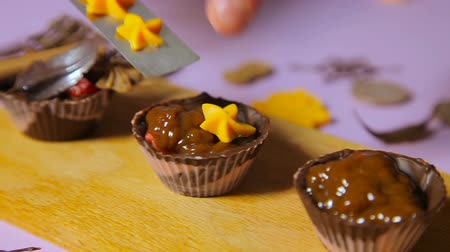 pralina : The decoration of chocolate tartlets