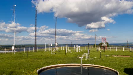 barometr : Devices for measuring wind speed, rainfall at weather station at summer day. Timelapse