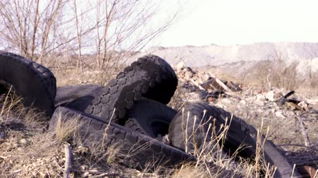 rothadás : A pile of old rotten rubber tires