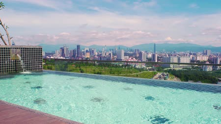 singapur : Swimming pool on roof top with beautiful city view kuala lumpur malaysia Stok Video