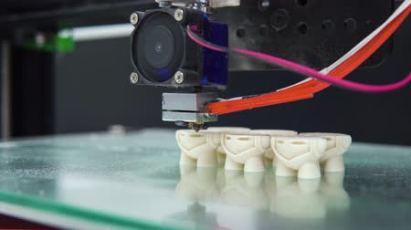 nejlon : 3D printer prints parts multiple shape objects