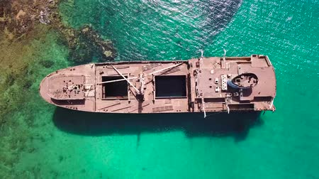 destruído : Aerial view of a ship in the Atlantic ocean. Details of the ship seen closely. Wreck of the Greek cargo ship: Telamon; near Arrecife in Lanzarote, Canary Islands, Spain.