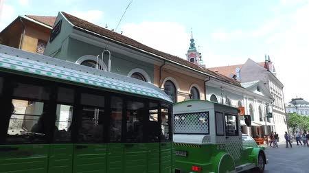 Electric train passing through the city streets of Ljubljana, Slovenia Wideo