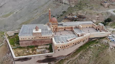 ottoman : Aerial view of Ishak Pasha Palace, it is a semi-ruined palace and administrative complex located in the Dogubeyazit, Agri province of eastern Turkey. Ottoman, Persian, and Armenian architectural style Stock Footage