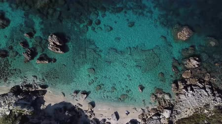 calabrie : Aerial view of Tropea beach, crystal clear water and rocks that appear on the beach. Calabria, Italy. Swimmers, bathers floating on the water. Tyrrhenian Sea. Coastline of Calabria Stockvideo