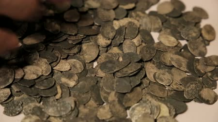 tesouro : The treasure of ancient coins on the table