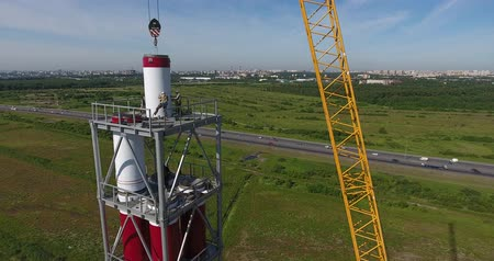 effectief : Workers on the top install pipe for gas power plant aerial shot Stockvideo