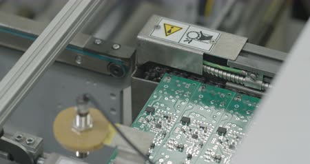 сварщик : PCB production line closeup