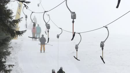 fogged : Surface lift - cable transport in ski resort. T-bar system in foggy weather. Stock Footage