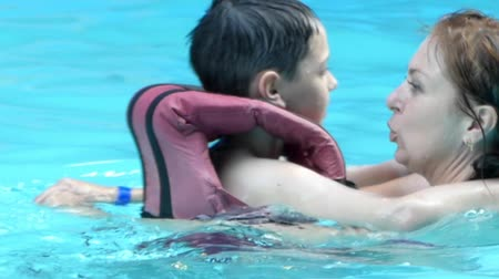 manges : Happy Family Hugging in the Pool. the Action in Slow Motion.