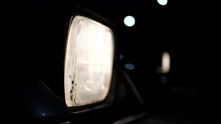 ladění : The car headlight of old sport car with mud on it at the night. Dostupné videozáznamy