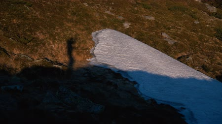 контрасты : Shadow of a tourist walking and entertaining in the Carpathians in slo-mo
