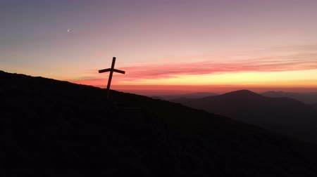 crucifixo : 4k - Broken cross on a mountain slope in the Carpathians at picturesque sunset