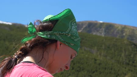 çiğnemek : Young woman with a plaid in a green hanky in the Carpathians in slo-mo Stok Video