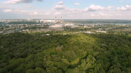 energia termica : Aerial of the Dnipro, dense wood and a modern power station in Kyiv in summer Archivo de Video