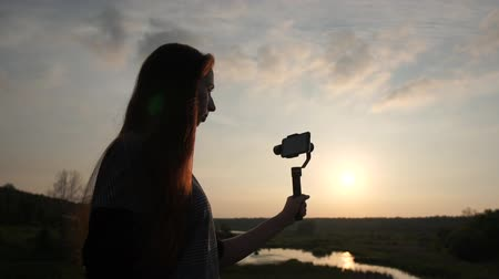 stabilizátor : Young woman shoots video with smartphone on the stabilizer, slow motion