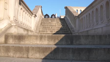 corrimão : The camera goes up the empty steps of an old staircase in slow motion.