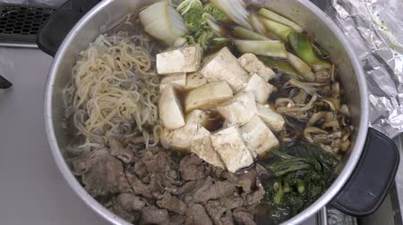 soya peyniri : Sukiyaki hot pot during cooking with beef and various ingredients Stok Video
