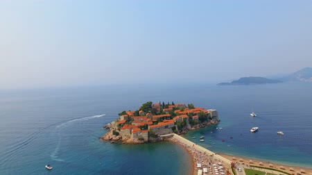 slunečník : Aerial View Of Hotels on The Island, Montenegro, Sveti Stefan 7