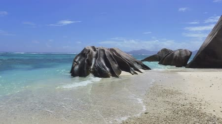 hurma ağacı : Walking On Luxury Beach To Rocks, Anse Source dArgent, La Digue, Seychelles 2 Stok Video