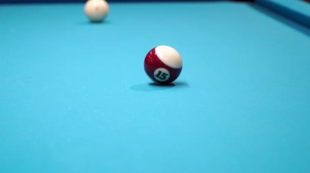 de bilhar : persons play in snooker game, man plays in billiard