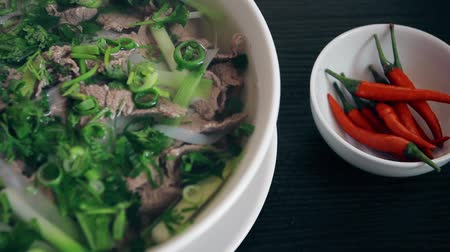 перец чили : Vietnamese soup Pho Bo with chilli pepper Стоковые видеозаписи