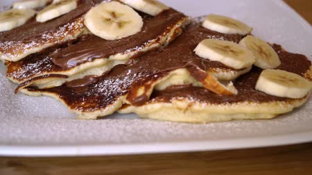 креп : Pancakes with banana and chocolate, delicious breakfast with pancakes Стоковые видеозаписи