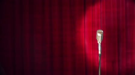 караоке : Retro microphone over the red curtain background