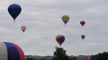 on air : Colorful hot air baloons flying Stock Footage