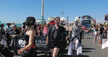 gurur : Brighton gay pride parade Stok Video