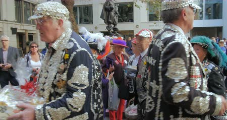 festivais : View of pearly kings and queens, an ancient London tradition