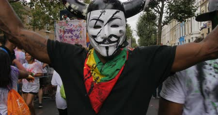 ocupação profissional : Guy Fawkes anonymous mask at Notting Hill carnival Stock Footage