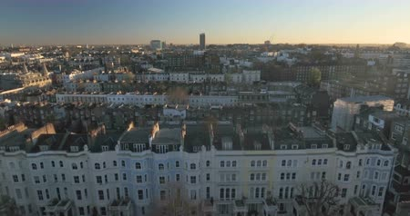fachada : Aerial push out view of the district of Notting Hill in London