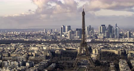 la tour eiffel : Aerial panning time lapse view of the Eiffel tower and the financial district of La Defense in Paris