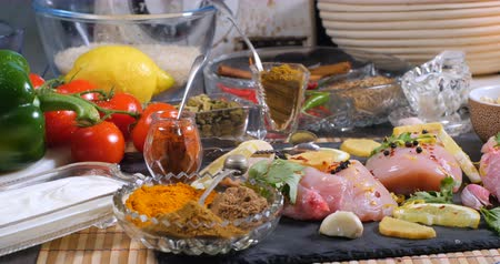 tikka masala : Dolly view of ingredients and indian spices for chicken tikka masala