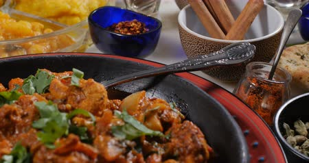 tikka : Dolly push in view of a delicious chicken tikka masala with Indian spices Stock Footage