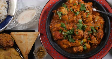 tandoori : Dolly top down view of a delicious chicken tikka masala with Indian spices