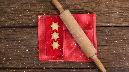 em forma de : Digital composite of Falling snow with Christmas baking rolling pin and cookies