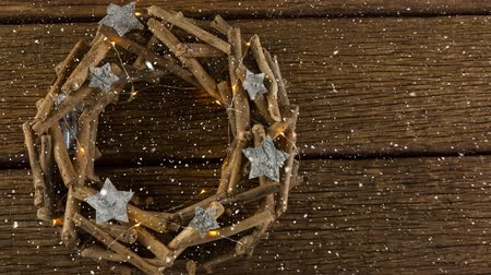 pesado : Digital composite of Falling snow with Christmas wreath