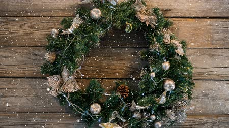 kereszténység : Digital composite of Falling snow with Christmas wreath decoration