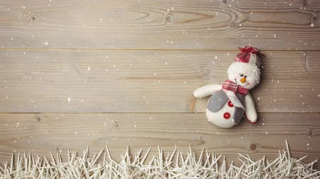 falsificação : Digital composite of Falling snow with Christmas snowman decoration