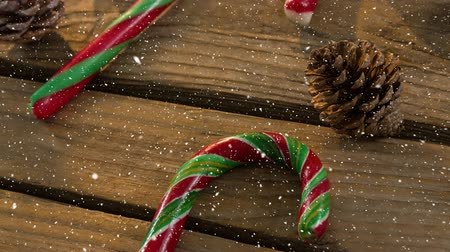 тростник : Digital composite of Falling snow with Christmas candy decoration