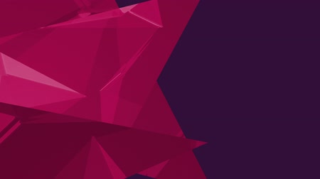 odráží : Digital animation of three bright pink triangles against purple background for copy space Dostupné videozáznamy