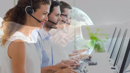 предназначенный только для мужчин : Happy Customer Service team using Headset in Callcenter and handshake with planet earth animated background Стоковые видеозаписи