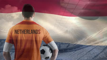 terrain football : Animation d'un joueur de football néerlandais en regardant son drapeau