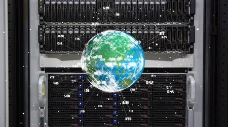 маршрутизатор : Digital composite of a server, globe rotates in foreground with glowing data around