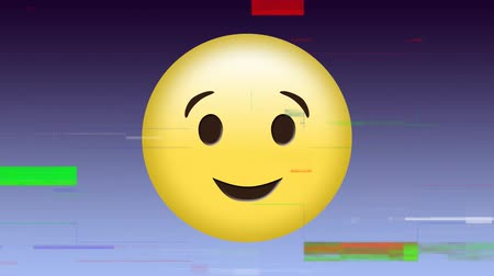anlamı : Digital animation of a yellow face with a smile shown winking on its left eye Stok Video
